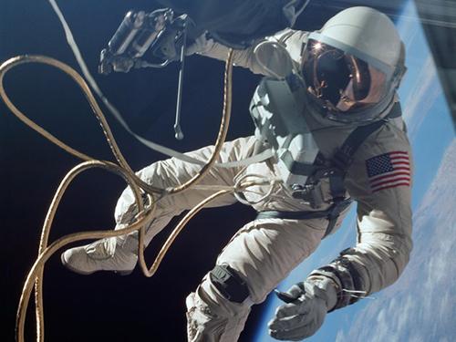 come dormono gli astronauti